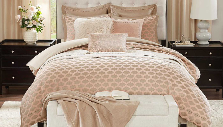 Picture of Romance Comforter Set
