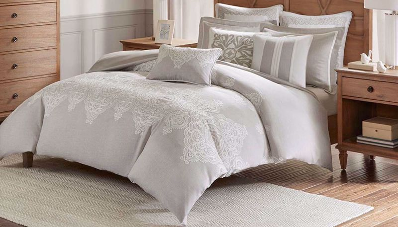 Imagen de Barely There Queen 8-Piece Comforter Set