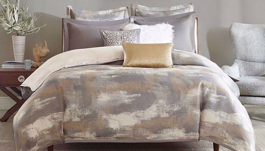 Picture of Graphix Jacquard Comforter Set