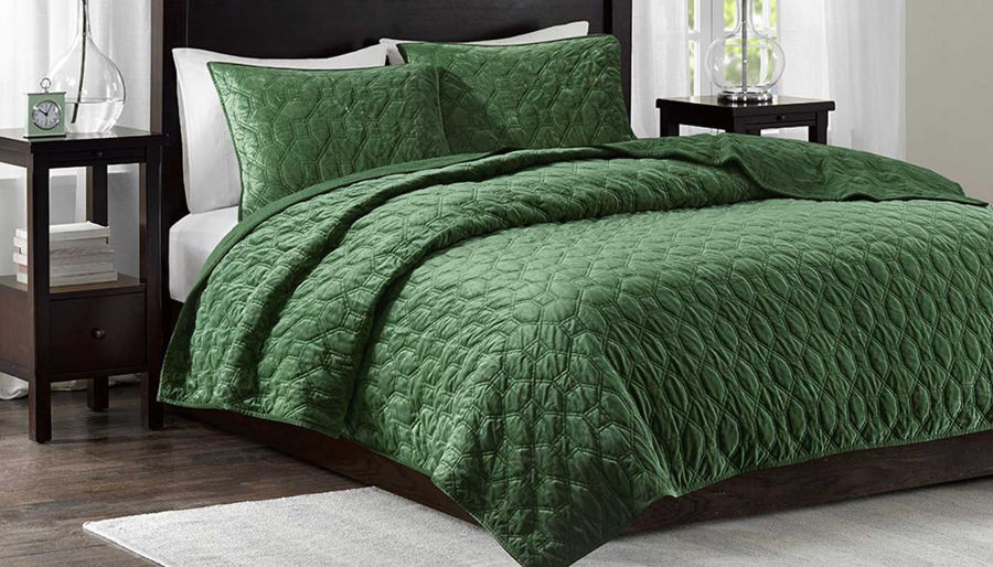 Imagen de Harper Green Velvet Queen 3-Piece Coverlet Set